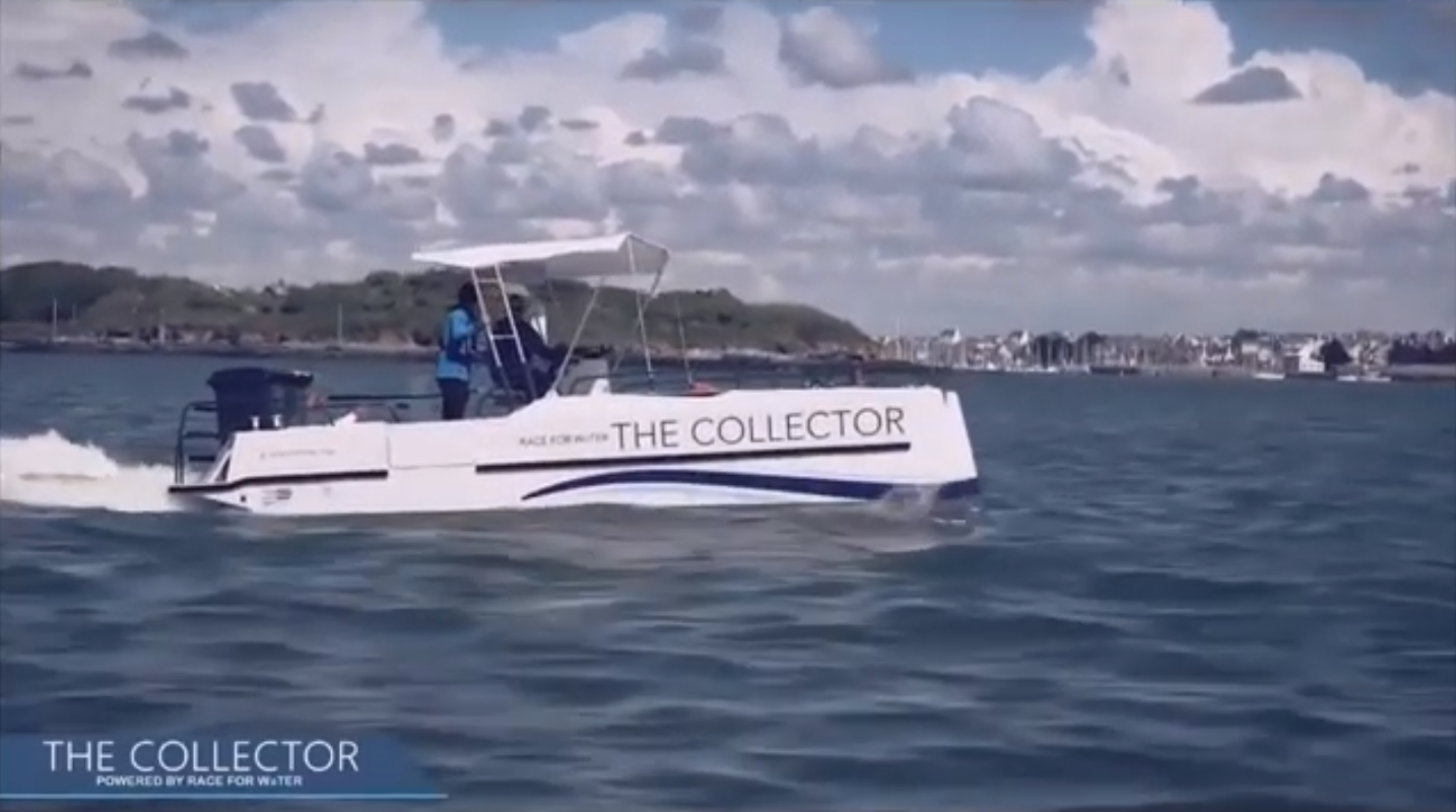 Its small size and design allow it to move easily in estuaries. Its engine is extremely sober.