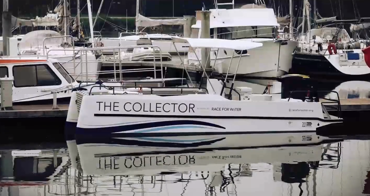 The collector is a ship designed to collect waste by floating. The size has been designed to be as efficient as possible: several small units are more efficient than a large ship.