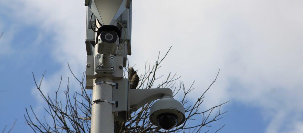 Video cameras detect plastics.
